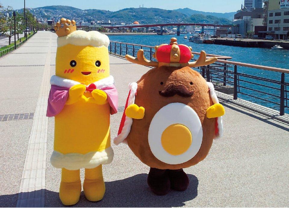 王国の中心キャラクター、竜眼王(右)とちくわ王妃。イベントや展示会、プレス発表などに必ず登場