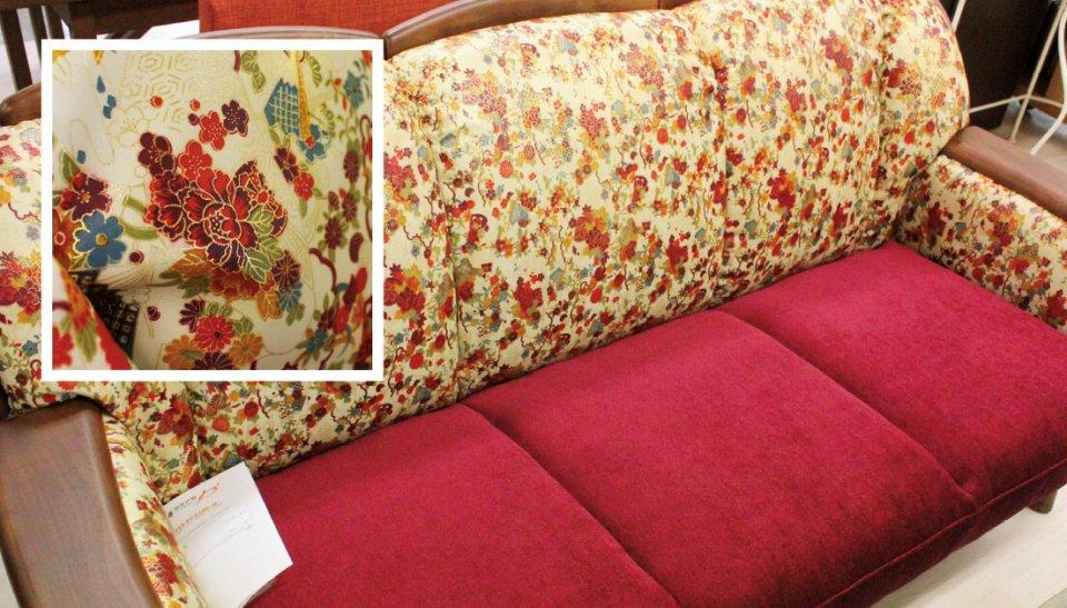姫革友禅家具は、華やかな柄が大きな特徴。継ぎ目なく染色でき、本革の風合いも生かすことができる