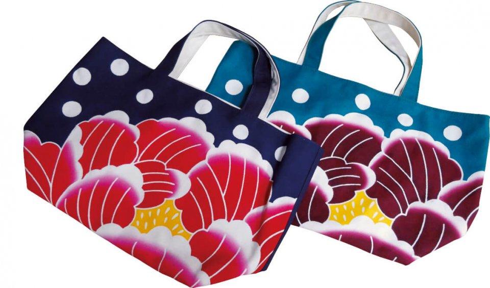 異業種交流をきっかけに開発した新商品トートバッグ。女性に大人気だ