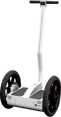 古田さんが製作した電動2輪スクーター「セルフィ」。組み立てキットとして販売しており、主に研究機関の開発教材や教育機関の研究教材として利用されている