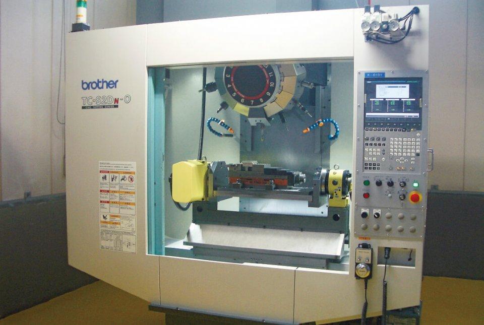 マグネシウム専用の加工機。国の「ものづくり補助金」を得て導入し、加工の精度を上げている