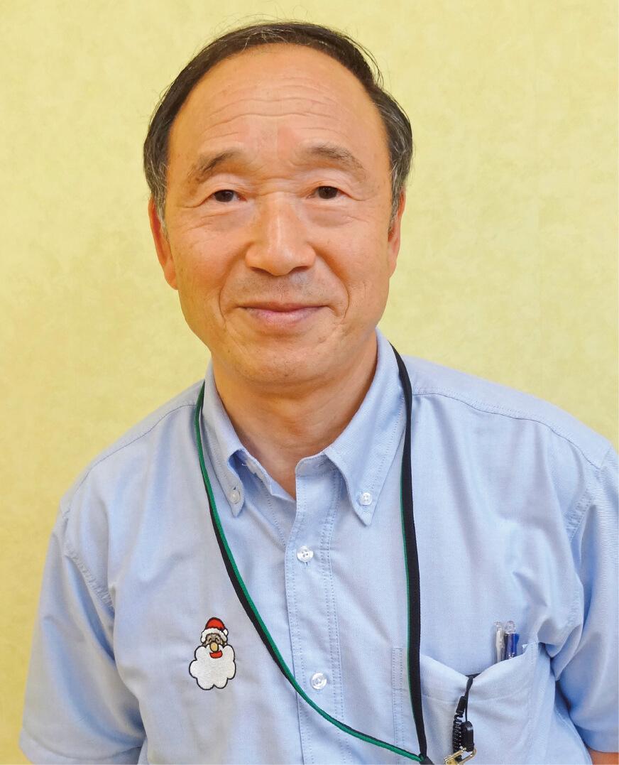 原価管理を一手に引き受けるベテラン社員の鴨井孝夫さん(68歳)