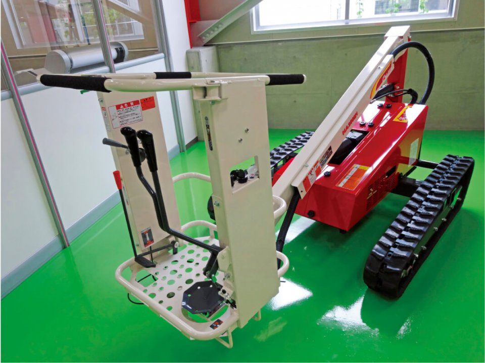 果樹園などで使われる高所作業機。シンプルで扱いやすいのが特徴