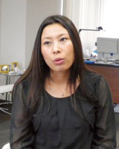 営業を担当する中国籍の李海英さん。先入観のない職場で働きやすいという