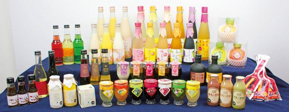 ズラリと並ぶ「女性プロジェクト」から生まれた商品の数々。色も形も、そしてもちろん味も女心をくすぐるものばかりだ