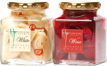 ユズのきいた和風の「ホワイト」(左)と、ワインを加えた洋風の「ワイン」の2種類がある