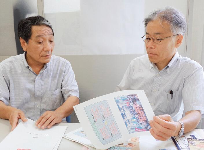 この15年余の歩みを振り返りながら、「B級グルメの聖地」の明日の話に花が咲く津留﨑さん(左)と行徳さん