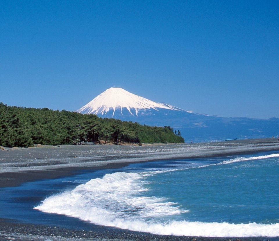 世界文化遺産に登録された富士山と天女伝説が伝わる三保の松原