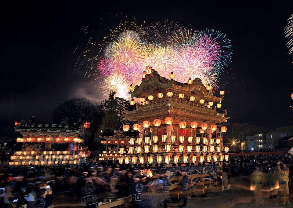 毎年、12 月2・3日に行なわれる秩父神社の例大祭「秩父夜祭」。京都の祇園祭、飛騨の高山祭とともに「日本三大曳山祭り」に数えられる(写真提供=秩父観光協会)