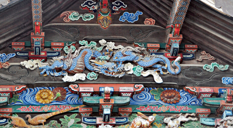 秩父神社にある「つなぎの龍」。日光東照宮の眠り猫の作者として知られる左甚五郎(ひだりじんごろう)がつくったといわれる