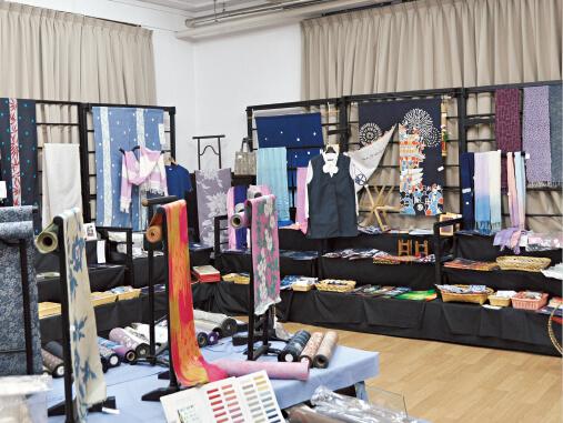 明治後期から昭和初期には全国的な人気があった絹織物、秩父銘仙(めいせん)。ちちぶ銘仙館では、その歴史や製造工程を学べるほか、手織りや染めの体験ができる