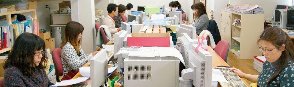 社員60人のうち、男性は6人。休憩も自分で管理して取れるので、社内には無駄な時間は流れていない