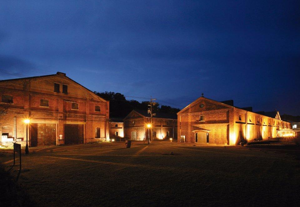 舞鶴赤れんがパーク。7 棟の赤れんが建築が連なる倉庫群を改装して整備された