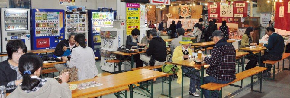 とれとれセンターでは、購入した商品をその場で味わえるイートインコーナーもある