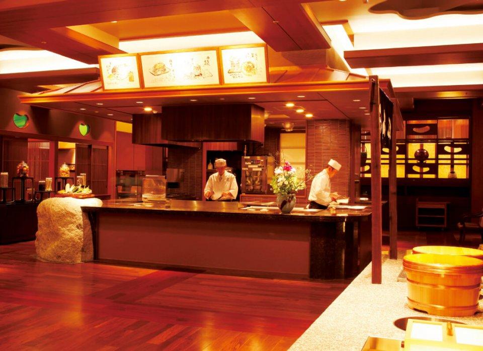 平成24年に新設したオープンキッチンスタイルの「穀厨(こくり)」(佳翠苑皆美)