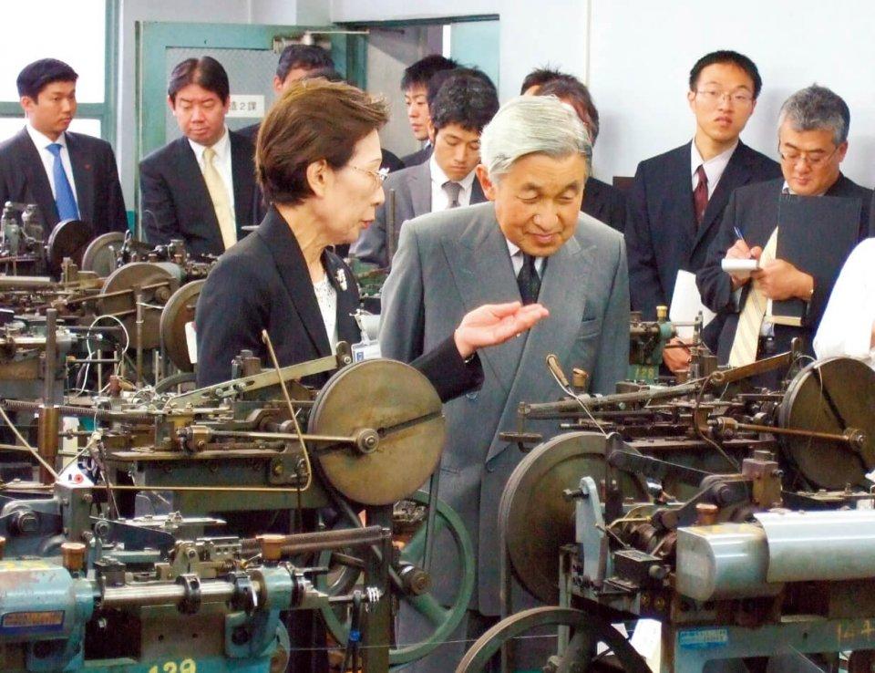 「第1回元気なモノ作り中小企業300社」入選。平成19年には天皇陛下による東京本社のご視察も行われた