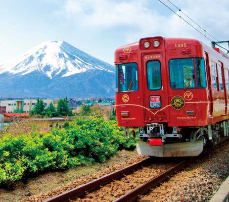 富士登山電車 写真提供:富士急行株式会社