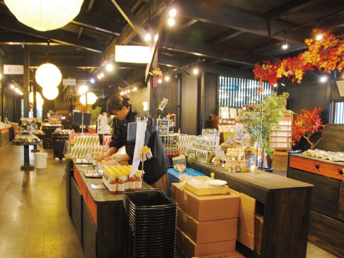 元は資材置き場だったスペースを改装して売店に。今では年間10万人以上が訪れる人気店となっている