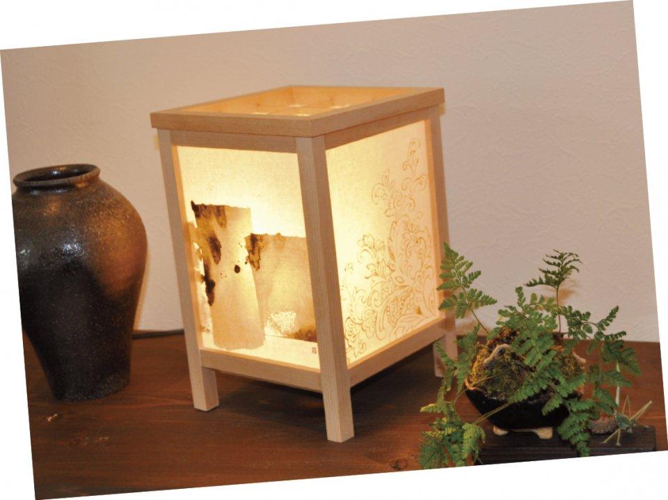 淀川・鵜殿のヨシを使ったヨシ紙と、地元の竹を使った竹紙を活用したLED行燈(あんどん)「浄」。活性炭を利用した空気清浄機能付き