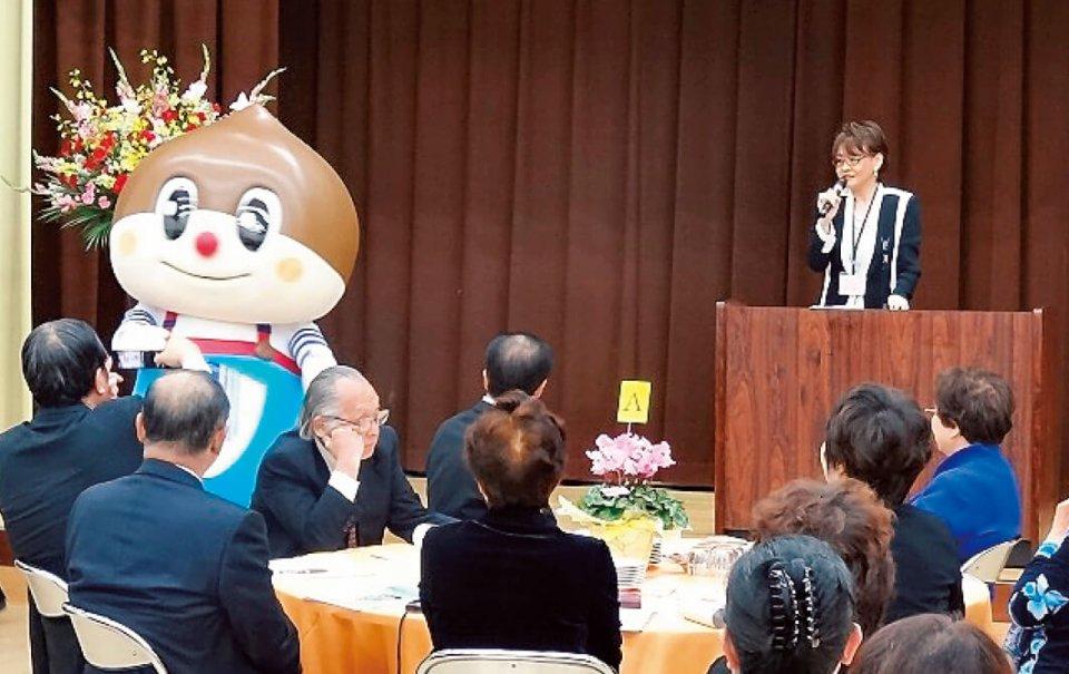 〝リニアのまち〟をアピールするべく誕生した、中津川商工会議所推奨キャラクター「くりニアくん」もお祝いに駆け付けた