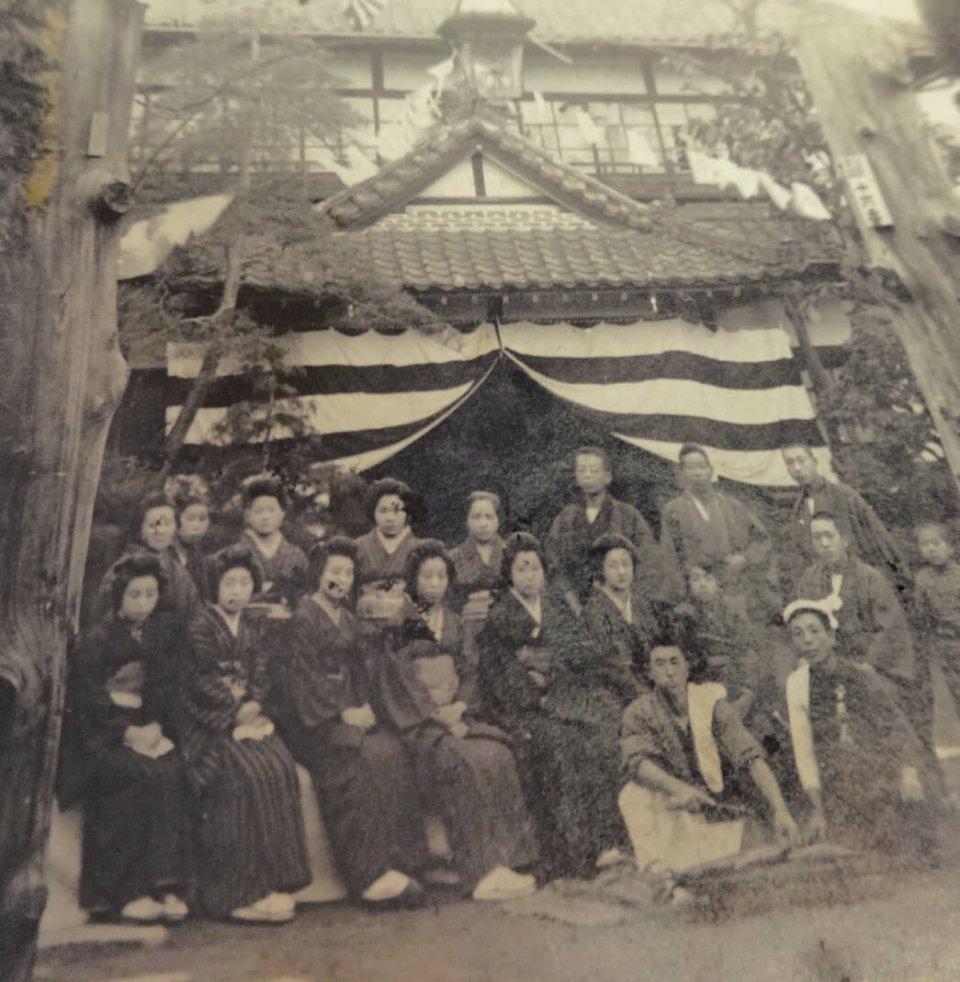 明治18年に建築した当時の佐久ホテル。天皇陛下専用室もつくったこのときに株式会社となった