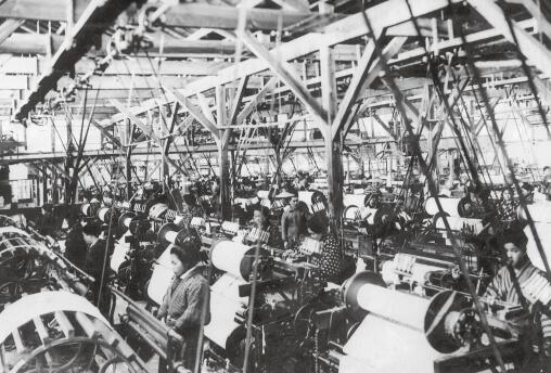 昭和5(1930)年、工場内の風景