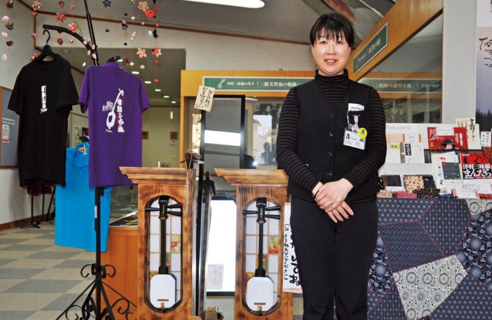 「津軽三味線の特徴は、その力強さにあります」と津軽三味線会館の舛甚富美子さん