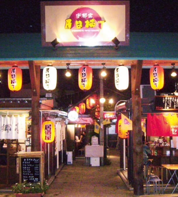 平成16年4月、市内の日野町通りに「宇都宮屋台横丁」が誕生した。4坪ほどの飲食店が23店舗入っている(4月末現在)