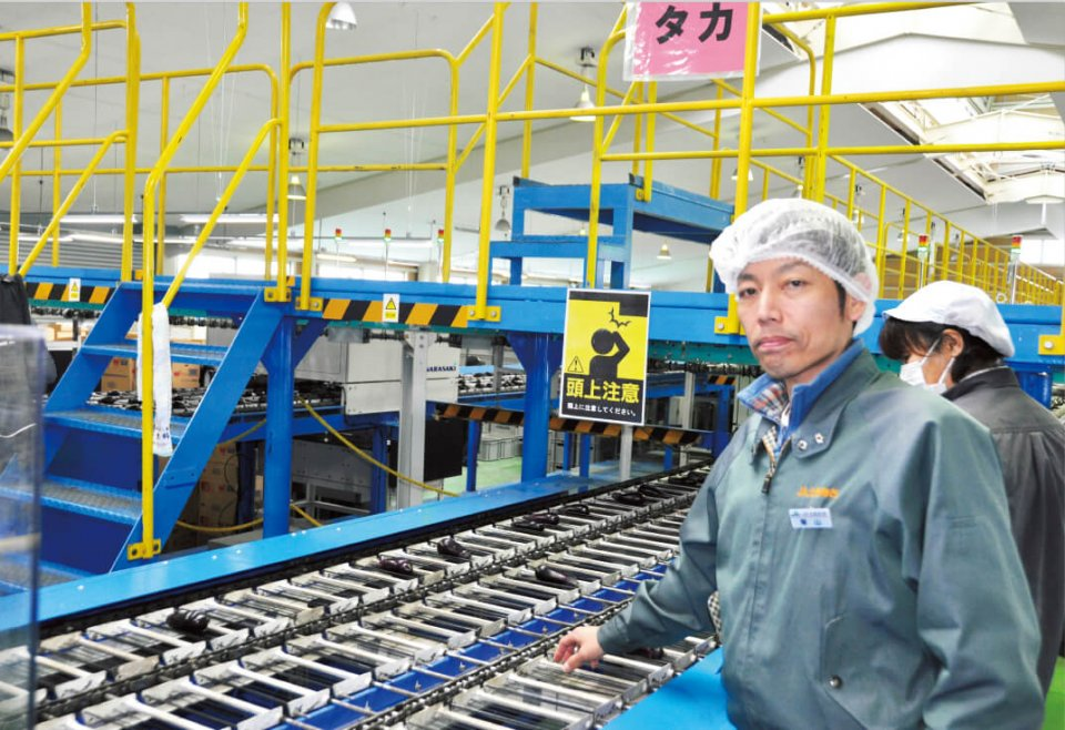 土佐あき農業協同組合の栗山正明さんは「コストをかけて集出荷場を近代化したことで、農家の方々の出荷にかかる作業を軽減できました」と説明する
