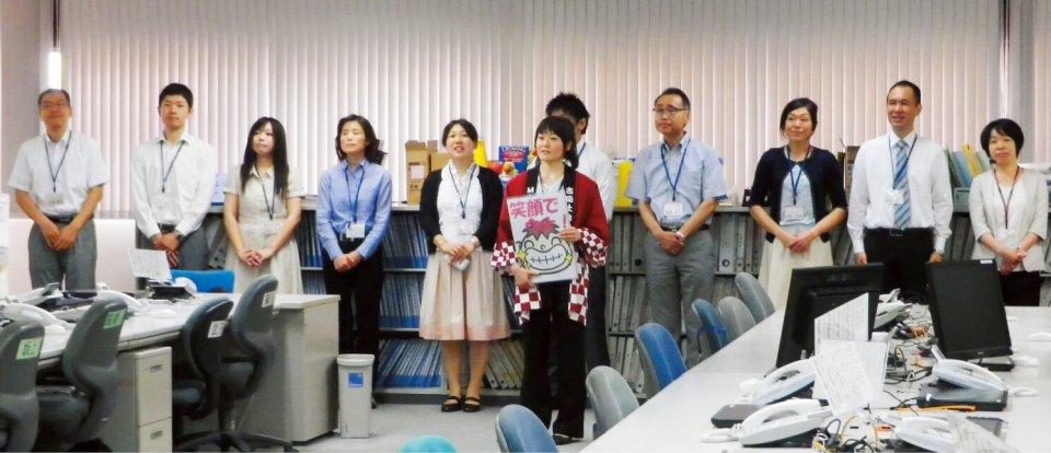 古田圡会計事務所では、毎朝駅前や事務所近辺の掃除に続いて行われている朝礼に、全員が参加する。朝礼では日替わりで社員が司会を担当。社内の予定を確認、社員はもちろん家族や訪問客の誕生日を社員全員で祝うことで一体感を持てるようになるという