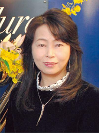 「鳥取は女性の就業率が高い県。そんな女性たちのために、癒やしと元気を与える商品を生み出し、鳥取から広く発信していきたい」と語る福嶋登美子社長