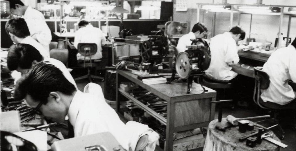 技術の向上を目指して創設された安心堂の工芸所。ジュエリーデザイン界のオスカーともいわれる「DIA(ダイヤモンド・インターナショナル・アワード)」で最高位を2回も受賞している