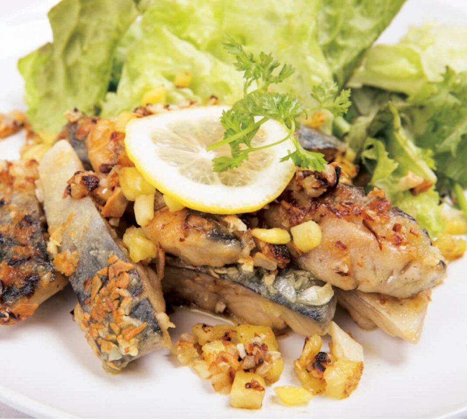すべての料理にトロサバが使われているメニューは店舗ごとに異なる。天満店では「とろさばハワイアンガーリック」などが人気メニュー