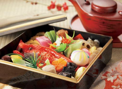 そっくりスイーツを和菓子でつくった「お弁当 de Sweets」の創作おせち和菓子。正月限定で販売