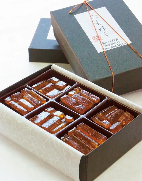 生チョコ生地にのし梅をのせた「たまゆら」。チョコに白あんを加えることで、柔らかい口当たりに