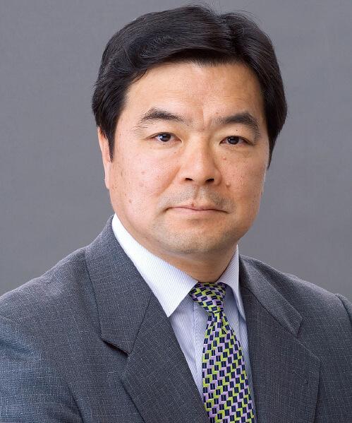 高橋進 氏 日本総合研究所 理事長 1976年、一橋大学経済学部卒業。株式会社住友銀行を経て、株式会社日本総合研究所へ出向。2005年から2年間は、内閣府政策統括官を務め、政策立案等も担当した。2007年に、日本総合研究所へ復帰し、副理事長を経て2011年6月より現職