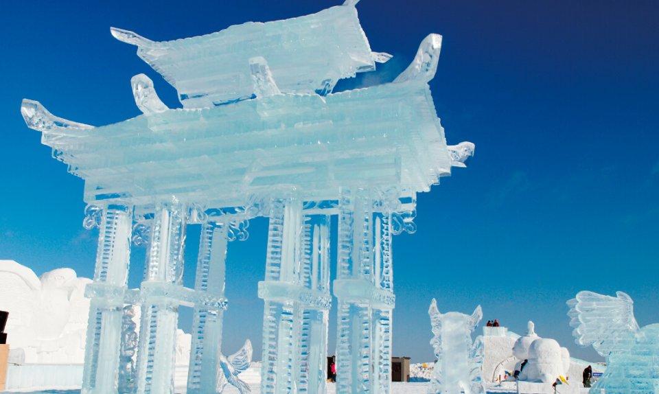 あばしりオホーツク流氷まつり。昨年は50 回目の開催を記念して、プロジェクションマッピングが上映された(写真提供=網走市観光協会)