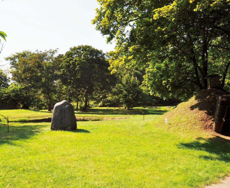 網走川の河口にある遺跡「モ∃ロ貝塚」。1300年前に北の大陸からやってきた人々は網走の地で、独自の「オホーツク文化」を発展させた