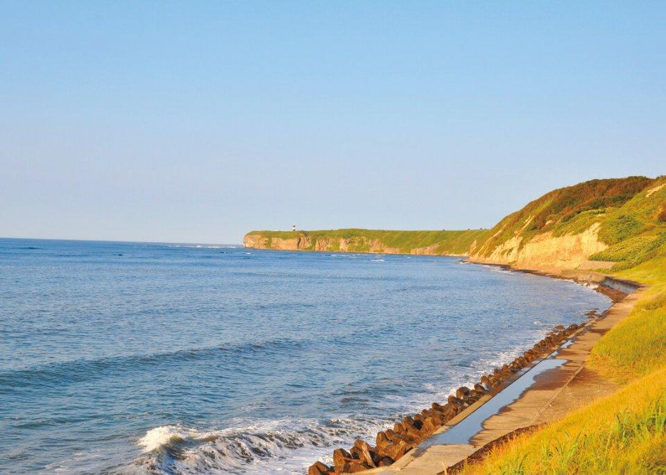 オホーツク海と知床連山を望める能取岬。流氷の観賞スポットしても有名だ