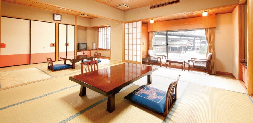 3階客室。10畳と6畳の二間続きの和室となっている