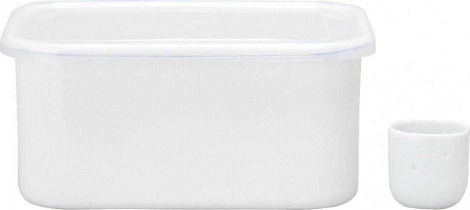 真っ白でシンプルなつくりの「ぬか漬け美人」。ぬかが野菜の水分で水っぽくなったときに便利な「水とり器」も付属。1個3500円(税別)
