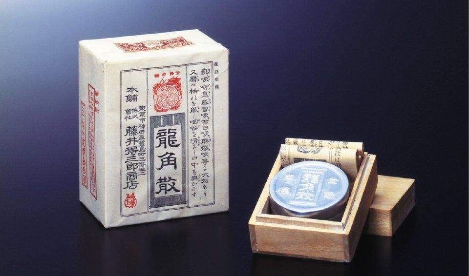 昭和10年ごろの製品。複数の生薬を粉砕して混ぜるという製法は非常に難しく、日本でしかできないという
