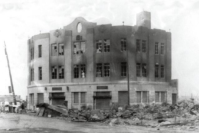 大正12年、関東大震災直後の龍角散ビル。当時としては珍しい鉄筋コンクリートの建物で、工場を併設していた