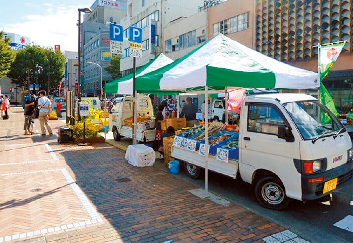 軽トラックを改造した「軽トラ・マルシェ」を福島テレビと協力して開催