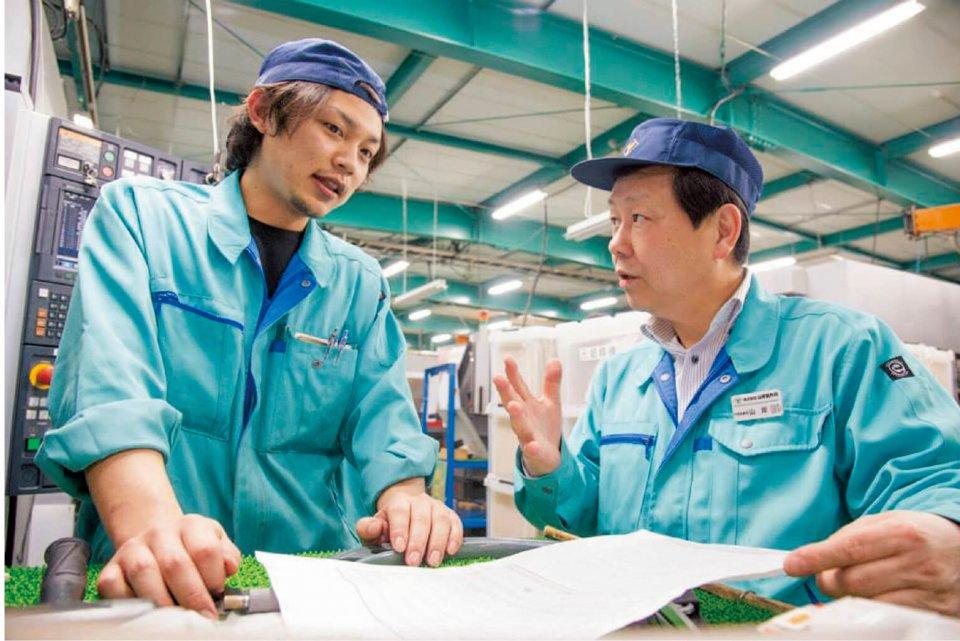「ヤマギシテクニカルセンター」の授業の様子。実技は山岸さんと弟の専務が、コニュニケーションスキルなどは姉の常務が主に担当