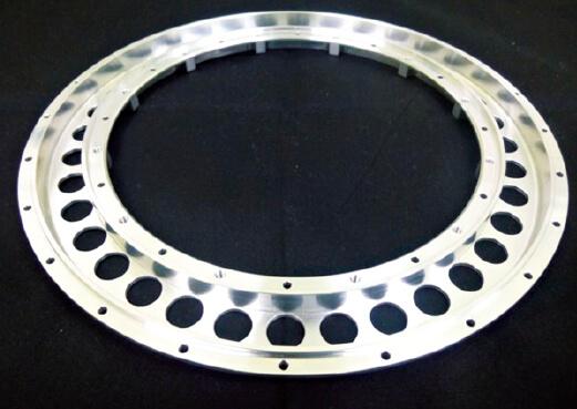 独自のチャッキング(把持)技術により、μ(ミクロン)単位の切削加工を施した部品