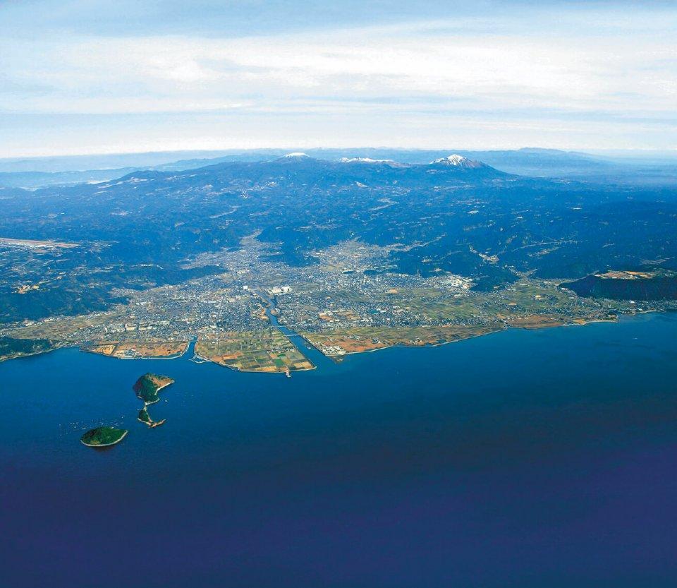 錦江湾、霧島山など、霧島市は非常に景観が優れている(写真提供=霧島市)