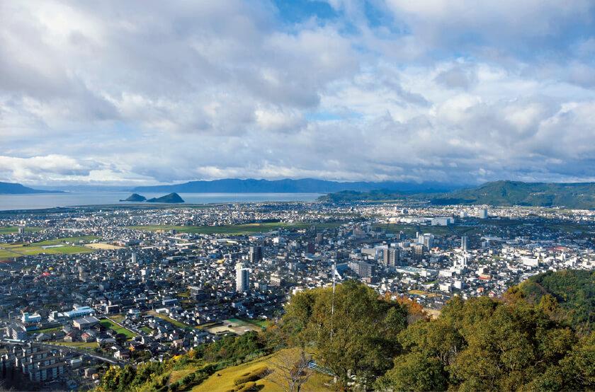 城山公園の展望台からは霧島市内を一望できる
