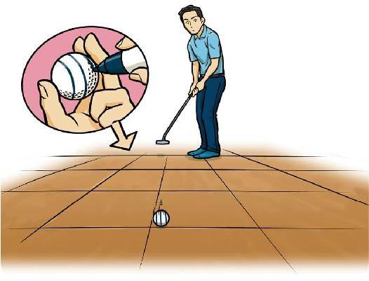 パターを短く持って、フローリングの床などで、ボールに書いた線がブレないようなストロークを練習する