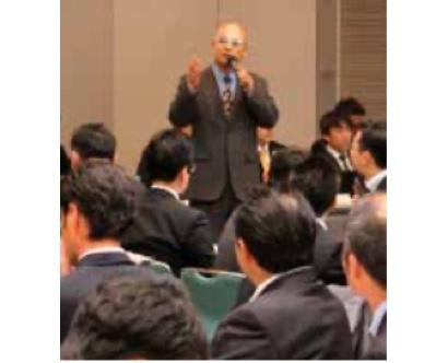 熱い思いをメンバーに伝える岡村会長